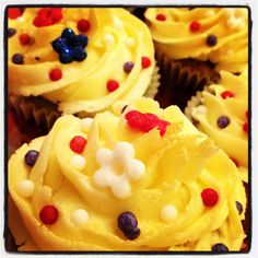 Red, white and blue cupcakes Blue Cupcakes, Buns, Desserts, Red, Tailgate Desserts, Deserts, Postres, Dessert, Po' Boy