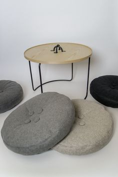 Tisch und Sitzpolster Knopferl > IN PRETTY GOOD SHAPE Pretty Good, Shapes, Table, Design, Furniture, Home Decor, Seating Areas, Decoration Home, Room Decor