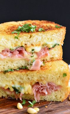 It's made on GARLIC BREAD and loaded with g… Italian Garlic Bread Grilled Cheese. It's made on GARLIC BREAD and loaded with gooey mozzarella cheese, pine nuts, and prosciutto. Grill Sandwich, Hot Sandwich Recipes, Grilled Cheese Recipes, Soup And Sandwich, Burger Recipes, Brie Grilled Cheeses, Gormet Grilled Cheese, Sandwich Ideas, Recipes