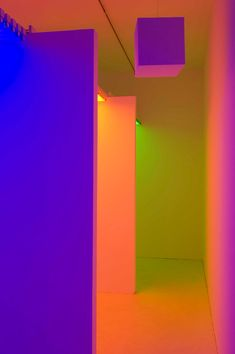 interactive chambers of color - chromosaturation by carlos cruz-diez