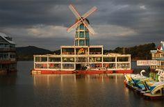 Floating restaurant Woncheon Lakeland in Suwon