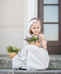 Süßes weißes Haarband für kleine Blumenmädchen / cute white hairbraid with flowers made by PetitDeLin via DaWanda.com