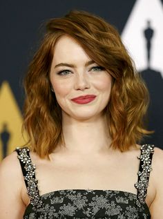 A very deep side part looks great with voluminous curly hair, but it works best on oval face shapes. This long bob length is universally flattering! Oval Face Hairstyles, Great Hairstyles, Emma Stone Hairstyles, Shaved Hairstyles, Emma Stone Haircut, Wedding Hairstyles, Oval Face Shapes, Oval Faces, Square Faces