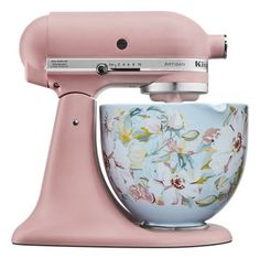 Fuel your culinary passion with the revolutionary KitchenAid White Gardenia 5 Quart White Gardenia Ceramic Bowl, product number Cute Kitchen, New Kitchen, Pink Kitchen Decor, Turquoise Kitchen, Decorating Kitchen, Kitchen Things, Kitchen Living, Living Rooms, Kitchen Aid Mixer