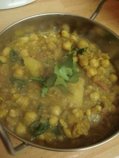 Indian Home-style Curry with Potatoes and Chickpeas Recipe by cookpad. Healthy Eating Tips, Healthy Nutrition, Japanese Vegetarian Recipes, Great Recipes, Favorite Recipes, Japanese Curry, Indian Food Recipes, Ethnic Recipes, Chickpea Recipes