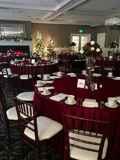 Holiday Party Decorations #mcc #holidayparty #fun #traditional #mccevents