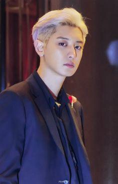 He looks so handsome as always 😍❤ ➖➖➖➖➖➖➖➖➖➖➖➖➖➖➖➖➖ exo_fanzzz exo exol weareoneEXO chanyeol parkchanyeol yeollie happyvirus idol bae bias handsome hot cute kpop kpopidol kpopboyband Foto Chanyeol Exo, Chanyeol Cute, Kpop Exo, Kyungsoo, Chansoo, Chanbaek, Rapper, Kyung Hee, Exo Album