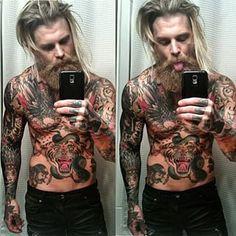 Conoce al modelo tatuado más espectacular en la historia de Instagram