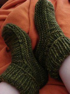 Nola's knit slippers free pattern