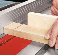 Table Saw Tricks For Making Vertical Cuts: Using the table saw to shape the edges of a workpiece is a snap with a couple of easy-to build accessories and simple techniques. Woodworking Jig Plans, Woodworking Table Saw, Woodworking Techniques, Woodworking Projects, Table Saw Workbench, Table Saw Jigs, Wood Lathe Chuck, Table Saw Accessories, Diy Closet Doors
