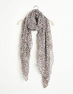 Foulard femme, écru, imprimé léopard, aspect froissé.