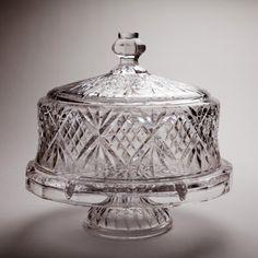 Godinger Dublin Crystal Cake Plate with Dome Cover Godinger http://www.amazon.com/dp/B003KHC3AA/ref=cm_sw_r_pi_dp_.rgPtb0XV2RPWQPT