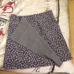 Reversible skirt multi-sizes thanks to snaps along the belt. Note: Be careful to choose similar fabrics. Skirt Outfits, Cool Outfits, Summer Outfits, Sewing Online, Reversible Skirt, Wool Skirts, Boho, Clothes, Mademoiselle
