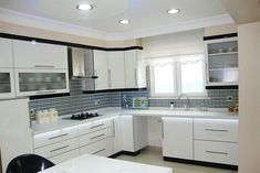 Kitchen cabinetry is more than simply for storage. It's a key constituent to your kitchen's style at the time of executing a kitchen remodel. Kitchen Room Design, Kitchen Cabinet Design, Modern Kitchen Design, Kitchen Cabinetry, Kitchen Interior, Kitchen Decor, Cabnits Kitchen, Kitchen Photos, Led Lampe