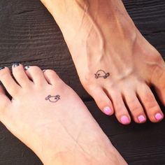 ▷ small tattoos women: the most beautiful motifs with meaning - Tattoo Ideen - Tatouage Little Tattoos, Mini Tattoos, Cute Tattoos, Small Tattoos, Tatoos, Awesome Tattoos, Friend Tattoos Small, Tattoos Bein, Foot Tattoos