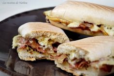 Brie panini, smoked bacon, mustard and balsamic onions - - Healthy Dessert Recipes, Brunch Recipes, Breakfast Recipes, Snack Recipes, Snacks, Desserts, Balsamic Onions, Bagel Recipe, Smoked Bacon