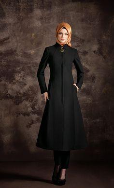 Sober Black Kurti With Hijab Turkish Hijab Style, Turkish Fashion, Islamic Fashion, Hijab Outfit, Hijab Dress, Abaya Fashion, Modest Fashion, Girl Fashion, Moslem Fashion