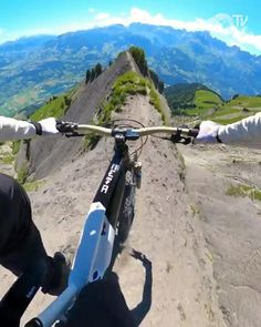 Radical Sports, Extreme Sports, Mountain Bike Action, Mountain Biking, Mtb Bike, Bmx Bikes, Giant Bikes, Bike Photography, Cycling Art
