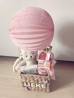 Baby Shower Gifts Gift for birth # hot air balloon # baby # gift # girl Kit Bebe, Birth Gift, Baby Girl Gifts, Baby Party, Hot Air Balloon, Baby Balloon, Happy Kids, Gift Baskets, Balloons