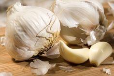 L'ail est considéré depuis très longtemps comme un aliment curatif aux multiples propriétés médicinales. C'est un légume originaire de l'Inde. Consommé à Jeun, l'ail serait un antibiotique naturel, d'après plusieurs études.Pourquoi à jeun? Car à ce moment précis, les bactéries sont moins résistantes et son action est donc facilitée. Ses mille et une vertus En …