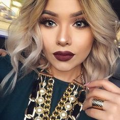 Winter makeup means lots of warm tones, bold lips, and tons of glitter. Here are the top 10 winter makeup looks for all of your holiday parties! Bold Lip Makeup, Beauty Makeup, Eye Makeup, Hair Beauty, Dark Lipstick Makeup, Maroon Makeup, Makeup With Dark Lips, Dark Makeup Looks, Maroon Lipstick
