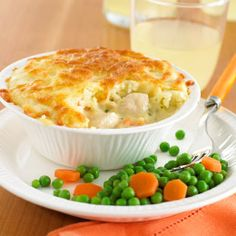 Chicken Pie With Cheesy Mash Topping.made this tonight, and it was delish! Not like chicken pot pie, though.more like Shepherd's Pie-chicken style. Turkey Recipes, Chicken Recipes, Snack Recipes, Cooking Recipes, Cooking Stuff, Annabel Karmel Recipes, Quiche, Potato Toppings, Ober Und Unterhitze