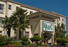 Road Lodge Isando - This Johannesburg hotel has 75 rooms and is situated alongside the R24 airport freeway. The hotel is easily accessible to all the main motorways for the northern, eastern and western suburbs. For a nominal ... #weekendgetaways #johannesburg #southafrica