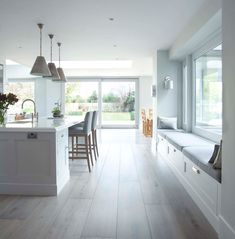 Classical-Kitchen-with-a-Contemporary-Twist-3