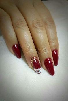 Des motifs d'ongles floraux pour vous inspirer (page 4 ) - New Ideas Fancy Nail Art, Pretty Nail Art, Fancy Nails, Manicure Nail Designs, Nail Manicure, Diy Nails, Elegant Nail Designs, Red Nail Designs, Stylish Nails