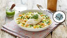 Minestronesuppe kan varieres med de grønnsakene og urtene man har tilgjengelige, samt pasta. I denne oppskriften har vi brukt brosme og pesto i tillegg. Risotto, Ethnic Recipes, Food, Velvet, Meals, Yemek, Eten