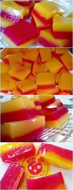 GENTE QUEM NÃO TEM SAUDADES DA INFÂNCIA?ESSE DOCE ME FAZ LEMBRAR MUITO A MINHA❤️ VEJA AQUI>>>Prepare 1 base misturando os ingredientes e coloque 1 pacotinho de gelatina, misture dissolvendo bem e leve ao fogo, utilize um misturador de arame para facilitar (fuet) #receita#bolo#torta#doce#sobremesa#aniversario#pudim#mousse#pave#Cheesecake#chocolate#confeitaria