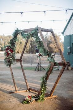 Love this rustic & boho Hexagon geometric wedding Ceremony Arch! so pretty #bohowedding #weddingarch