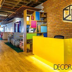 Unindo diferentes temas e cores em seu composé, universidade na capital paulista tem decoração superjovem inspirada em startups e agências de publicidade.