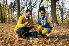 Forest park family portrait for an article on clothing tips for family photos  #Family #FamilyPhoto #FamilyPhotographer #QueensFamilyPhotographer #PhotoTips #FamilyPortrait #FamilyPortraitTips #ClothingTips