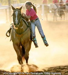 Talented and strong little cowgirl Little Cowgirl, Cowgirl And Horse, Horse Love, Horse Riding, All The Pretty Horses, Beautiful Horses, Westerns, Trick Riding, Rodeo Life