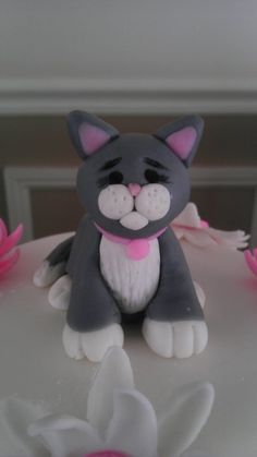 Fondant Cat Figure - by BellaCakes & Confections @ CakesDecor.com - cake decorating website