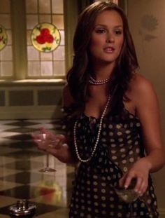 Black and white polka dot dress with a long pearl necklace... Love Blair Waldorf!