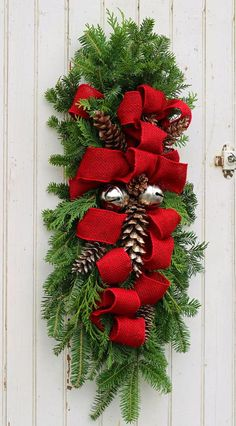 Christmas Swag Wreath Christmas Front Doors, Christmas Door Wreaths, Christmas Swags, Christmas Ribbon, Simple Christmas, Christmas Diy, Rustic Christmas, Primitive Christmas, Christmas Snowman