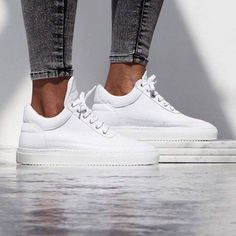 Simpel, eenvoudig en pure luxe! Deze women's Low Top Classic sneaker van Filling Pieces. De must have in je kast! Shop ze hier » http://snkrhnt.rs/1qBlbKc
