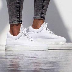 Simpel, eenvoudig en pure luxe! Deze women's Low Top Classic sneaker van Filling Pieces. De must have in je kast! Shop ze hier » http://snkrhnt.rs/1qBlbKc