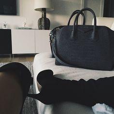 kyliejenner's photo on Instagram Treat yo self #kendalldontkillmeionlyputmyshoeonyourwhitecouchforthepiciloveyou
