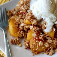 Cheers to Peach Season! 🍑 Peach Crisp Recipe Cred: Makes 12 servings Macros without ice cream: 235 calories Oats Recipes, Snack Recipes, Dessert Recipes, Healthy Recipes, Desserts, Peach Crisp, Apple Crisp, Healthy Food, Desert Recipes