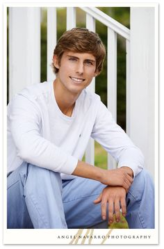 Senior Picture Poses for Guys | Guys High School Senior Pictures