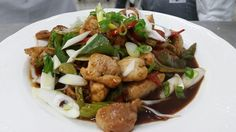 Chop suey de vegetales con pollo en salsa teriyaki