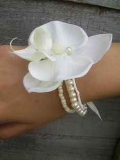 Cute simple corsage, matches with my pearls idea