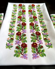 Disponible en camiseta mujer bordado con perlas. Cosa en sus medidas, especificar sus medidas en los comentarios a la orden. 20% de descuento, precio rebajado, regular precio $145. Para blusa coser 3-4 días después del pago. Puede haber otro patrón de colores o telas. Desarrollo Learn Embroidery, Beaded Embroidery, Hand Embroidery, Cross Stitch Designs, Cross Stitch Patterns, Beautiful Rangoli Designs, Beading Projects, Embroidered Blouse, Custom Items