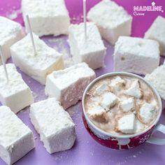 Bezele moi cu miere / Honey marshmallows Marshmallows, Feta, Goodies, Honey, Cheese, Kitchens, Marshmallow, Sweet Like Candy, Gummi Candy