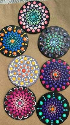 Creative Ideas for Painted Pebble and River Stone Crafts Dot Art Painting, Rock Painting Designs, Mandala Painting, Stone Painting, Cd Crafts, Diy And Crafts, Arts And Crafts, Mandala Painted Rocks, Mandala Rocks