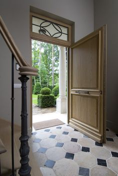 front door and entry Front Door Entryway, Front Door Decor, Foyer Staircase, Stairs, Tiled Hallway, Front Doors With Windows, Farmhouse Kitchen Island, Cosy Room, Belgian Style
