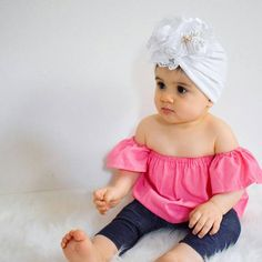 Turban with flower white Girls Fashion Clothes, Baby Girl Fashion, Kids Fashion, Baby Turban, Baby Scarf, Dresses Kids Girl, Little Girl Outfits, Make Baby Headbands, Baby Girl Princess